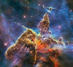 Montanha Mística  Imagens extremamente detalhadas mostram locais onde são formadas estrelas.