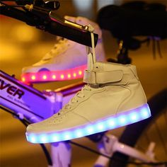 light shoes led shoes Men Women Light up new shoes simulation flashing skate basket led shoes glow in the dark femme 2015 Moda Sneakers, High Top Sneakers, Sneakers Mode, Casual Sneakers, Sneakers Fashion, Casual Shoes, High Shoes, Street Dance, Lace Up Shoes