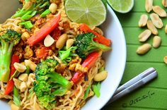 Pad Thai with Shirataki Noodles/Miracle Noodles Recipe Main Dishes with canola… Pad Thai Noodles, Shirataki Noodles, Stir Fry Noodles, Tortellini, Penne, Noodle Recipes, Thai Recipes, Vegan Recipes Easy, Vegetarian Recipes