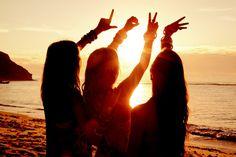 Photo ideas on the beach -- love the sunset!