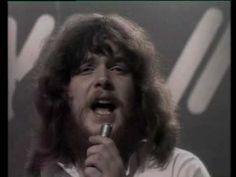 Ruthless queen was de twaalfde single van de symfonische rockgroep Kayak.  Het bombastische lied is afkomstig van de studioalbum Phantom of the night. Het lied behandelt de scheiding man / vrouw, waarbij de man hopeloos en vernederd achterblijft (I can't accept our love has been).