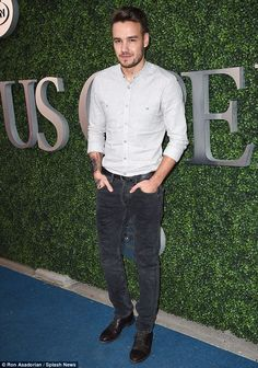 Liam Payne Shows Off New Lower Arm Tattoo at U. Open: Photo Liam Payne smiles while walking the carpet during day three of the 2015 U. Open on Wednesday (September in New York City. The One Direction singer… One Direction Liam Payne, One Direction Singers, I Love One Direction, Liam James, Zayn Malik, Niall Horan, Cover Guy, Tennis Funny, Amor