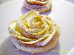 Apple Rose Pastry- so simple but so beautiful Apple Rose Pastry, Apple Rose Tart, Apple Roses, Apple Pie, Apple Recipes, My Recipes, Sweet Recipes, Dessert Recipes, Cooking Recipes
