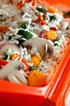 Arroz basmati con verduras en microondas, una receta fácil y deliciosa, que se prepara en minutos. Receta paso a paso de arroz basmati.