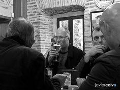 Beer among friends http://javicalvofotografias.blogspot.com  #streetphotography #blackandwhite