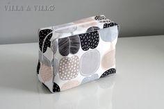 Jo aikaa sitten blogissa julkaistiin meikkipussukan / pussukan / penaalin ompeluohje (linkki) . Se on alusta saakka ollut todella suosittu ... Diy Bags Purses, Marimekko, Diy And Crafts, Lunch Box, Sewing, Villa, Patterns, Ideas, Dressmaking