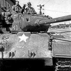 실제 크기로 보시려면 클릭해 주세요 M26 Pershing, Patton Tank, Sherman Tank, War Thunder, Ww2 Tanks, World Of Tanks, Korean War, American Soldiers, Historical Pictures