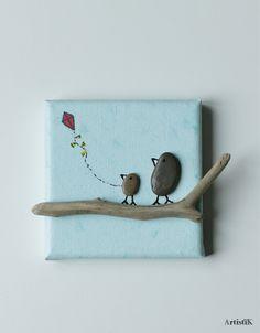 Tableau galets oiseaux bois flotté 'Le cerf volant' fond bleu format mini 10x10 déco chambre