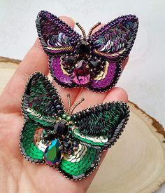 Фото на память) Бабочки упорхнули к красавице @nataliv777 спасибо за выбор, пусть приносят радость и удачу #бабочка #брошьбабочка #брошьручнойработы #вышивкабисером #вышивкапайетками #сваровски #swarovski #embroidery #brooch #butterfly #handmade