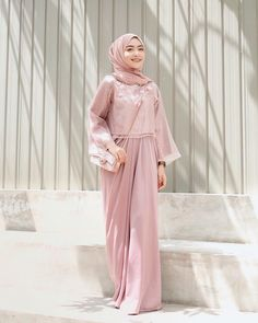 So happy dapet pretty dress lagi buat kondangan dari I'm in lo… So happy can be pretty dress again for the occasion of I 'm in love! Hijab Gown, Kebaya Hijab, Hijab Style Dress, Kebaya Dress, Casual Hijab Outfit, Hijab Chic, Kebaya Muslim, Hijab Dress Party, Kaftan Modern