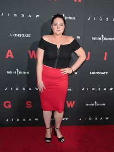 Lauren Ash Photos - Lauren Ash is seen attending the premiere of Lionsgate's 'Jigsaw' at ArcLight Hollywood in Los Angeles, California. - Premiere of Lionsgate's 'Jigsaw' Lauren Ash, The Answer To Everything, Imdb Movies, Curvy Women, Betta, Role Models, Hollywood, Celebs, California