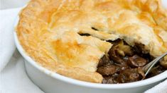 Steak and kidney pie.Our oldest daughter would not eat a Beef pie ,but she would eat this the steak and kidney pie.when we lived in England lots of fun memories. Best Potato Recipes, Pie Recipes, Gourmet Recipes, Dessert Recipes, Desserts, Steak And Kidney Pie, My Favorite Food, Favorite Recipes, Beef Steak Recipes