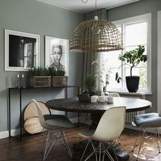 Simply in love with these sage green walls. I think I might have to re-paint my house credit to @myscandinavianhome