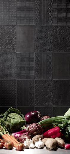 A very tasteful use of black on walls, these patterned tiles from the Signs collection by create the perfect backdrop! Room Tiles, Kitchen Tiles, Wall Tiles, Flag Store, Tiles Texture, Inspiration Wall, Black Walls, Interior Walls, Interior Ideas