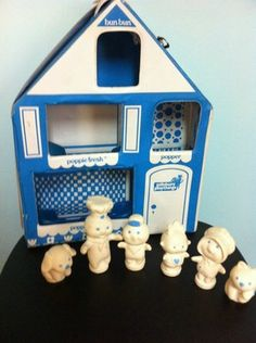Vintage Pillsbury Doughboy Play House Case with Lots of Figures 1974