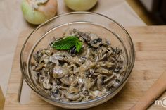 Creamy white wine mushrooms, this make a great addition to thanksgiving table