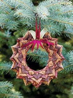 Fabric For Sewing No Sew Folded-Fabric, Wreath Ornament Pattern Folded Fabric Ornaments, Quilted Christmas Ornaments, Fabric Wreath, Noel Christmas, Handmade Ornaments, Handmade Christmas, Christmas Wreaths, Christmas Decorations, Glitter Ornaments