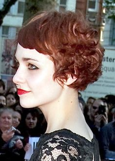 Short curly haircuts. Photo. Celeb female short hairdo. Young woman formal hair style pic. Womens celebrity hair cut gallery. Celebrities red carpet.