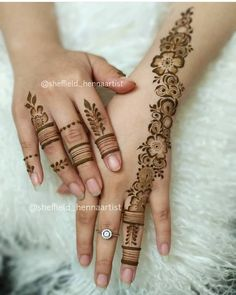 Pretty fingers and henna strip. Kashee's Mehndi Designs, Finger Henna Designs, Mehndi Designs For Girls, Arabic Henna Designs, Mehndi Designs For Fingers, Mehndi Design Pictures, Latest Mehndi Designs, Henna Tattoo Designs, Mehndi Images