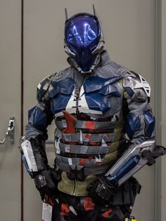 You've seen it here before the Arkham Knight Cosplay Suit Here it is unphotoshopped Cosplay Helmet, Cosplay Armor, Arkham Knight Suit, Batman Beyond Costume, Master Chief Cosplay, Cyber Ninja, Futuristic Helmet, Batman Painting, Red Hood Jason Todd