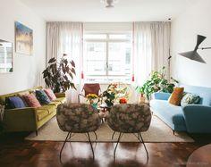 Nesse apartamento, móveis vintage se mesclam a achados únicos e divertidos, todos com clima antiguinho. Vem se inspirar.