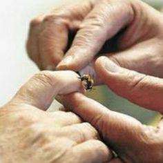 BEE VENOM TREATMENT FOR ARTHRITIS