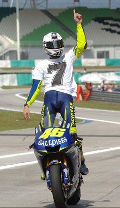 The doctor seven! Valentino Rossi Logo, Motogp Valentino Rossi, Rossi Yamaha, Rossi Motogp, Grand Prix, Yamaha Cafe Racer, Cafe Racers, Motorcycle Racers, Nicky Hayden