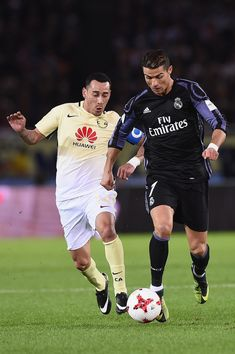 Cristiano Ronaldo of Real Madrid competes for the ball against Rubens Sambueza of Club America during the FIFA Club World Cup Japan semi-final match between Club America v Real Madrid at International Stadium Yokohama on December 15, 2016 in Yokohama, Japan. (Dec. 14, 2016 - Source: Matt Roberts/Getty Images AsiaPac)