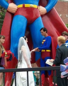 wonder if people actually grow up dreaming of weddings like these Photos) Superman's crotch, Why would you get married anywhere else?Superman's crotch, Why would you get married anywhere else? Superman Wedding, Superman Love, Bonnie Tyler, Smosh, American Comics, Wedding Pictures, Wedding Ideas, Wedding Humor, No One Loves Me