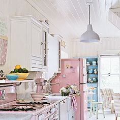 Oh, to bake in a pink oven & keep my beverages cold in a pink fridge would be heavenly!
