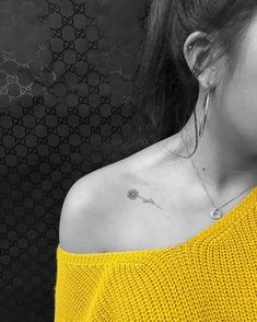 Daisy tattoo, flower tattoo, small tattoo, small daisy Likes, 158 Comments - c/s ∴jon✞boy∴ p/v Mini Tattoos, Little Tattoos, Trendy Tattoos, Small Tattoos, Body Art Tattoos, Cute Tattoos, Small Daisy Tattoo, Daisy Flower Tattoos, Sunflower Tattoo Small