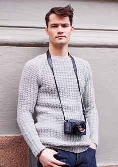 Eller denne til mannen? Free Knitting, Knitting Patterns, Yarn Crafts, Tweed, Knit Crochet, Men Sweater, Pullover, Boys, Sweaters