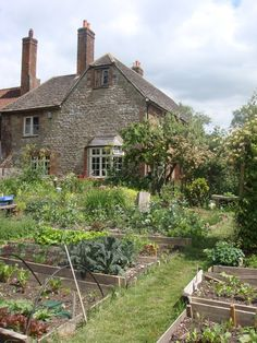 Lower Shaw Farm, could spend many happy days here...
