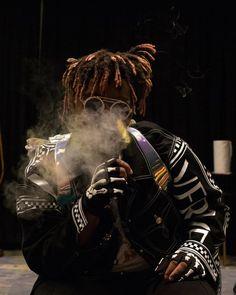 Listen to every Juice WRLD track @ Iomoio Juice Rapper, British Rappers, Just Juice, Rap Wallpaper, Mafia Wallpaper, Lil Yachty, Juice Fast, Trippie Redd, Hip Hop Rap