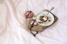 Persikkajogurtti ja kaneligranola