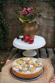 Apfel-Mohn-Kuchen, ein Mohnkuchen mit ganzen Äpfeln und Marmelade als Guss. Ein einfaches Mürbeteig Rezept, was immer gelingt. Ein besonderer Kuchen für nicht jeden Tag. Als Geburtstagskuchen oder zur Familienfeier ist der Mohnkuchen ein Hingucker auf jedem Kuchenbuffet. Und hier ist das Rezept http://wolkenfeeskuechenwerkstatt.blogspot.de/2014/09/apfel-mohn-kuchen.html