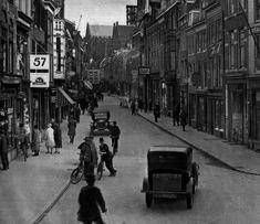 Dagelijks leven in Utrecht -1927   De Steenweg richting Choorstraat (Utrecht in woord en beeld, HUA)