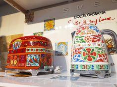 Ai văzut noile #electrocasnice de blat de la @smegusa? Pictate manual 100%, design @dolcegabbana. Adauga un astfel de #toaster bucătăriei tale si lasă-l să fie starul ei #👑 #❤🥂 #🍭 Vino cu proiectul tau la #Gobilier si bucură-te de noua ta #casacuidei. #☎️ 0748048048 #📩 contact@gobilier.ro Home, Design, Ad Home, Homes, Haus, Houses