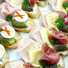 Obložené chlebíčky do Vaší tlamičky, pro samce i samičky. Vše pouze na objednávku, připravíme každou dávku. Pasta Salad, Brunch, Pizza, Cooking, Ethnic Recipes, Wedding, Food, Crab Pasta Salad, Kitchen