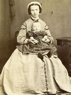 1860s CDV YOUNG LADY HOLDING SMALL CHILD BY CHRISTENSEN OF HADERSLEV DENMARK