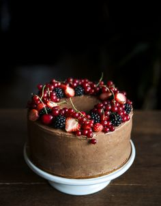 Chocolate nutella cake with fresh berries . Cupcakes, Cupcake Cakes, Nutella Chocolate Cake, Bolo Red Velvet, Birthday Cake For Husband, Naked Cakes, Homemade Birthday Cakes, Bakery Cafe, Foods With Gluten