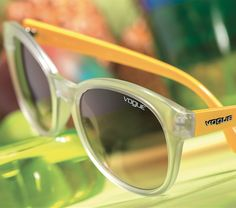 Discover the Crystal Colors collection: sun styles inspired by the cool crystalline semi-transparent effects mixed and matched with shiny vivid colors. Vogue, Vivid Colors, Eyeglasses, Eyewear, Crystals, Semi Transparent, Collection, Brazil, Sun