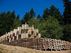 Portland architecture students build outdoor Pickathon Music Festival stage from 520 recycled pallets