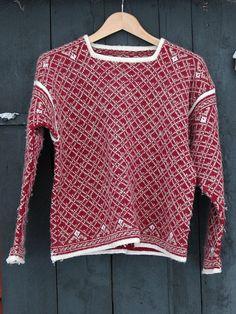 Ravelry: Raumagarn Genser og jakke pattern by Rauma Designs Hand Knitted Sweaters, Knitted Shawls, Norwegian Knitting, Fair Isle Pattern, How To Purl Knit, Fair Isle Knitting, Warm Outfits, Knitting Accessories, Vintage Sweaters
