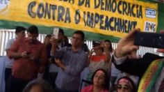 """Lula no acampamento anti-impeachment em Brasília - Lula no acampamento do movimento social anti-impeachment em Brasília em 16/04/16. Vídeo feito pelo dirigente sindical Nelsão, do Sindicato dos Metalúrgicos de Curitiba e Região.  """"Que paradoxo é esse que vivemos então, em que aqueles que advogam pelo golpe são os que sempre estiveram representados nas instâncias de poder, inclusive durante os governos petistas, e os que estão defendendo a democracia são os que nunca estiveram plenamente…"""