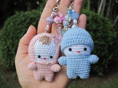 No pattern, just photo. Crochet Wool, Crochet Gifts, Crochet Baby, Free Crochet, Hello Kitty Crochet, Loom Knitting Stitches, Crochet Keychain, Crochet Accessories, Beautiful Crochet