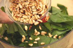 Medvehagyma pesto recept Preserves, Pesto, Beans, Vegetables, Food, Preserve, Essen, Preserving Food, Vegetable Recipes