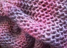Puisque certaines m'en ont fait la demande je vous fais un petit tutoriel pour mes écharpes ajourées comme celle-ci ou celle-ci ou même celle-ci encore celle-ci ou même celle-là Si vous voulez une étole un peu large, monter 60 m avec une aiguille d'un... Loom Knitting, Knitting Patterns, Scarf Vest, Crochet Scarves, Diy Crochet, Textiles, Blog, Bonnets, Buffet