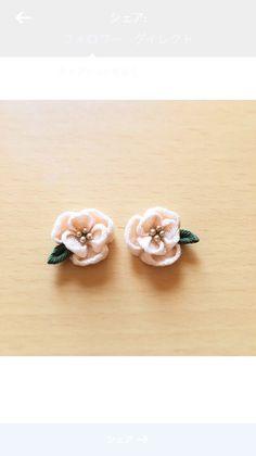 椿のピアス ピアス TsumaO ハンドメイド通販・販売のCreema Crochet Flowers, Fabric Flowers, Felt Hair Accessories, Baby Jewelry, Kanzashi Flowers, Diy Bow, Tatting Patterns, Ribbon Work, Ribbon Crafts