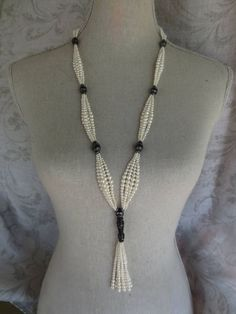 Pearl Sautoir The contribution Pearl Sautoir first appeared on fashion and beauty . - Pearl Sautoir The contribution Pearl Sautoir first appeared on fashion and beauty. Bead Jewellery, Gold Jewelry, Beaded Jewelry, Jewelery, Vintage Jewelry, Jewelry Necklaces, Handmade Jewelry, Jewelry Findings, Wedding Jewelry